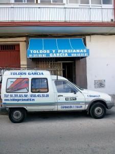 junto con furgoneta toldos García Madrid